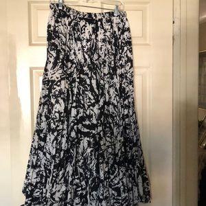 """Make An Offer "" black and white maxi skirt ☄️💫"
